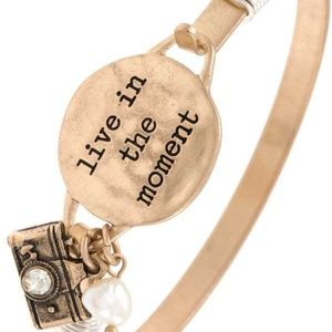 """Jewelry - 🆕""""Live in the Moment"""" etched disk bangle bracelet"""